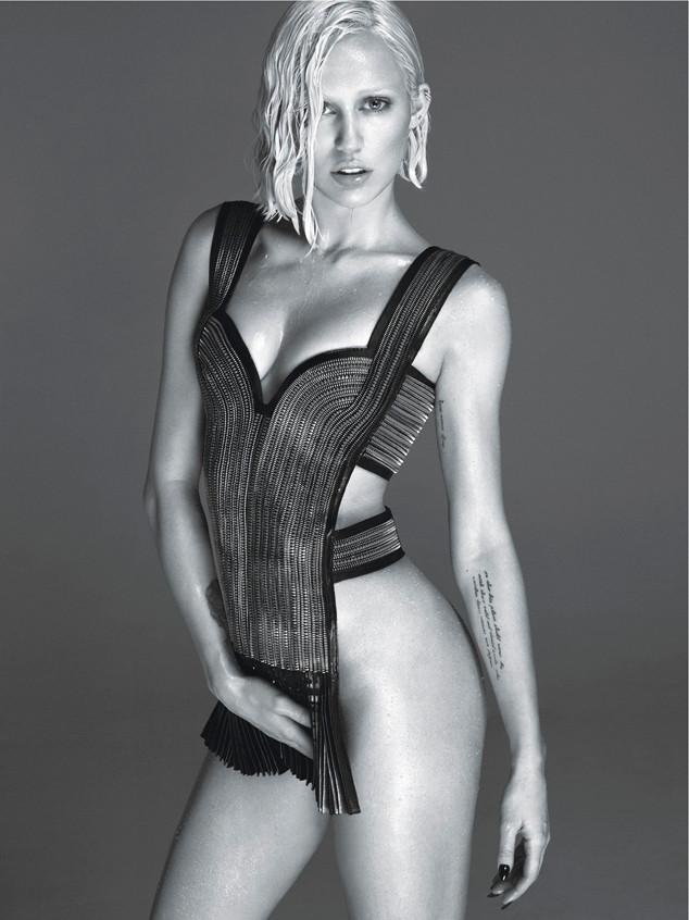 Miley-Cyrus-W-Magazine-lifeunderaluckystar-kriscondebolos2